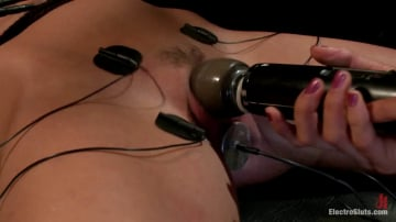 Aiden Starr - Cassandra Get a Hard Sign Off from an Electro-Lez Strap-on!