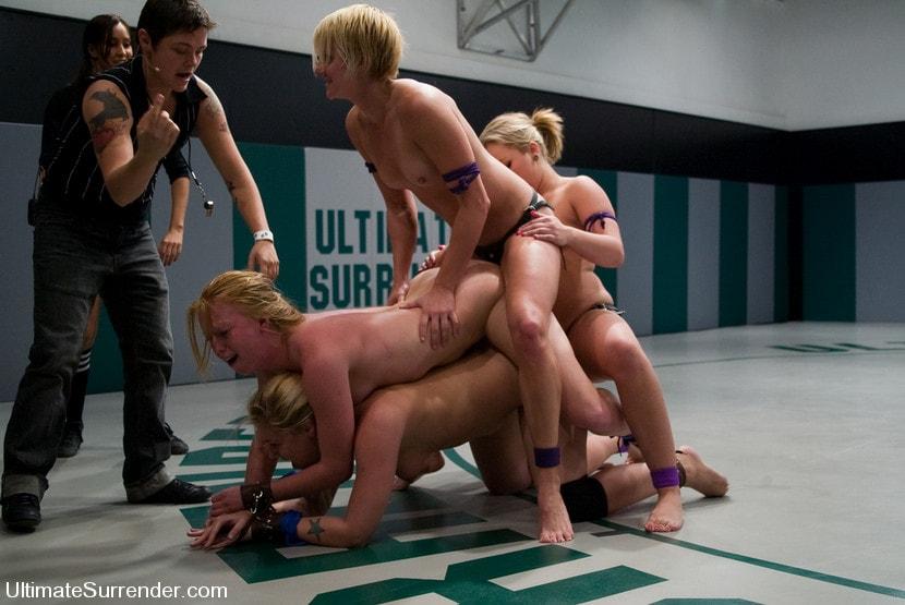 онлайн парни голые на ринге невозможно очень