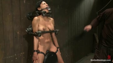 Beretta James - Tight bodied brunette rides the sybian