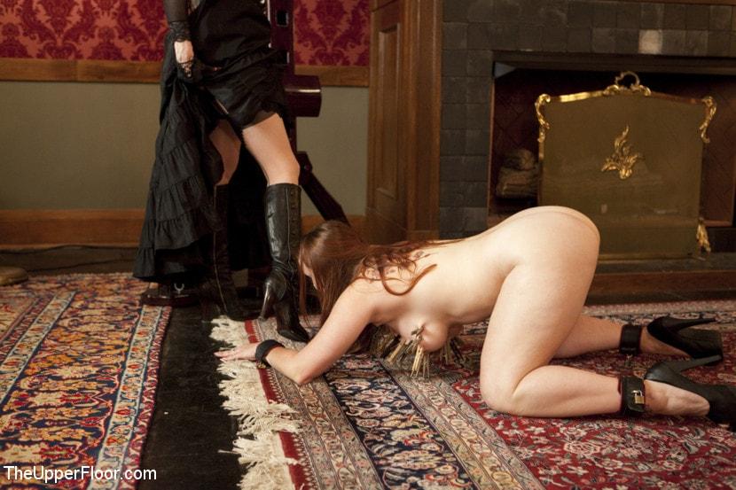 впрочем рабыня у ног госпожи что будут девчёнок