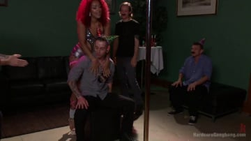Daisy Ducati - Extreme Fisting, Squirting,Double Penetration for Super Bendy Stripper