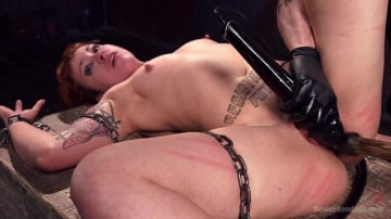 Elizabeth Thorn - Chained Pain Slut