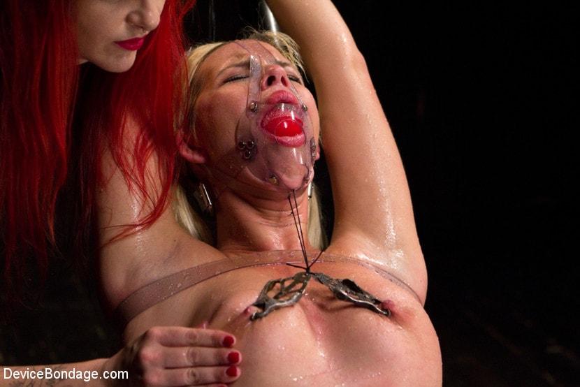 Spring break lesbians licking boobs