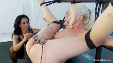 Isis Love - Electric Anal Speculum! Lorelei Lee Submits to Isis Love!!