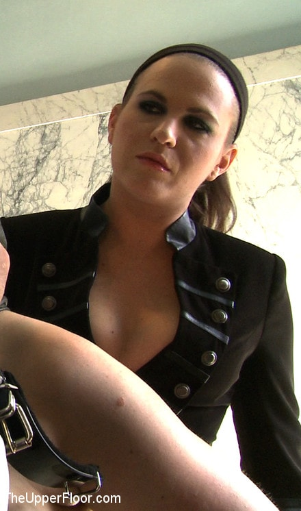Kink 'Service Day: Toilet Duty' starring Nerine Mechanique (photo 10)