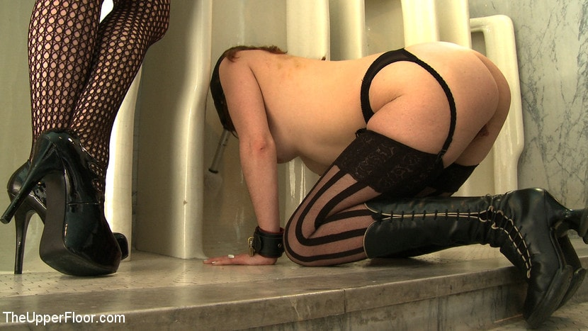 Kink 'Service Day: Toilet Duty' starring Nerine Mechanique (photo 12)