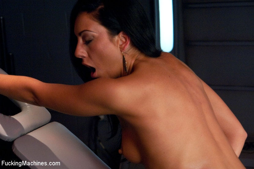 Kink 'Tall, Lean, Texan Girl Machine Fucked to Oblivion' starring Tiffany Brookes  (photo 12)