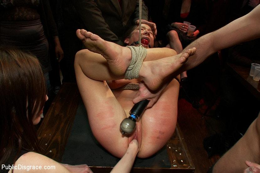 Видео секс бдсм на публике ПОКЛОН