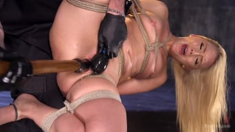AJ Applegate に 'Submits To Grueling Bondage and Torment!!!'