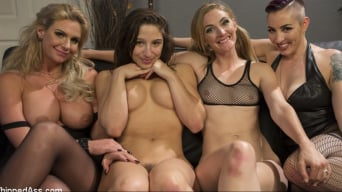 Abella Danger en 'Dyke Bar 3: Abella Danger fisted, DP'd and dominated by wild lesbians!'