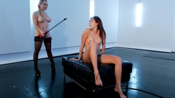 Aiden Starr in 'teaches Hannah Reilly who's on top'