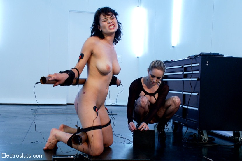 Kink 'Raven Loves Electricity!' starring Aiden Starr (Photo 7)
