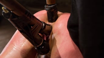 Amber Rayne in 'Live Show Part 3 - Bent and Fisted'
