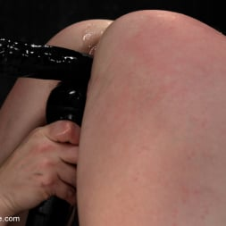 AnnaBelle Lee in 'Kink' Pig (Thumbnail 8)