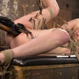 Anna Tyler に 'Kink' 残忍なボンデージでブロンドの痛みと苦痛を受ける (サムネイル 16)