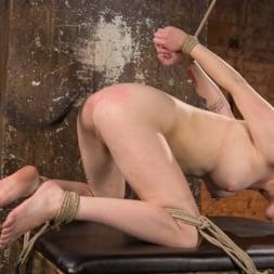 Anna Tyler に 'Kink' 残忍なボンデージでブロンドの痛みと苦痛を受ける (サムネイル 17)
