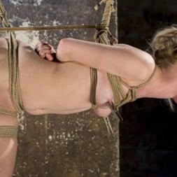 Anna Tyler に 'Kink' サスペンション・スラットアンナ・タイラー、オーガズムを撃つのに屈する (サムネイル 21)