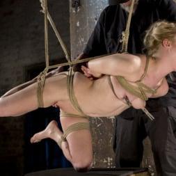 Anna Tyler に 'Kink' サスペンション・スラットアンナ・タイラー、オーガズムを撃つのに屈する (サムネイル 22)