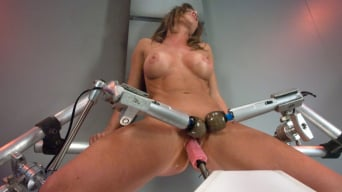Ariel X in 'Muscly Weightlifter Babe Machine Fucked in Her Pussy and Ass'
