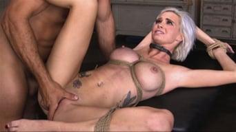 Astrid Star に 'セックススレーブアストリッドスターは、ロープのボンデージと極端なファックに提出!'