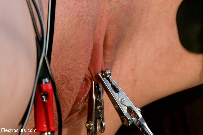 Kink 'Wired Piercings equals Lots of Pain' starring Bobbi Starr (Photo 7)