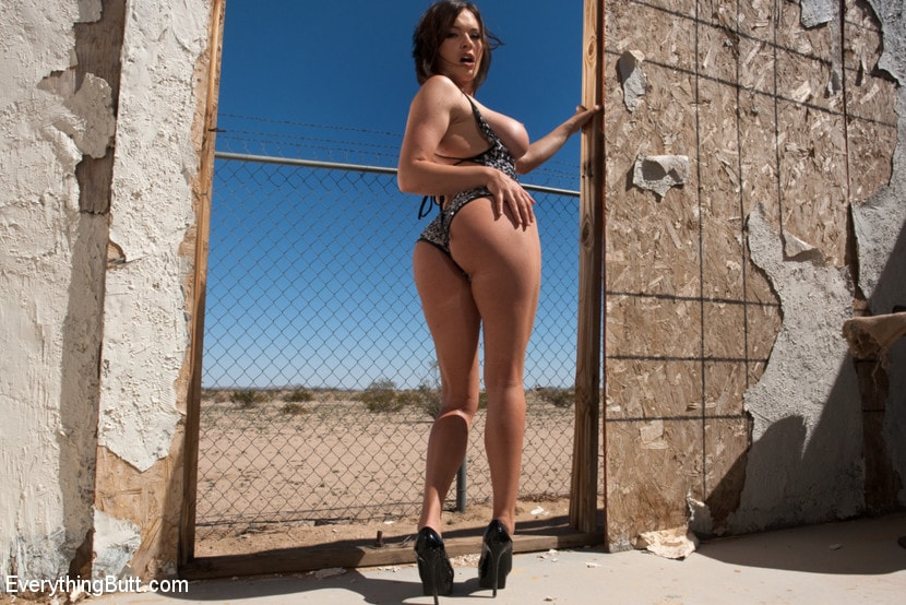 Kink 'Anal Babes in the Desert' starring Bonnie Rotten (photo 18)