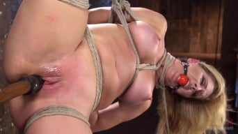 Cherie Deville en 'Hot Blonde MILF Suffers Through Grueling Bondage'