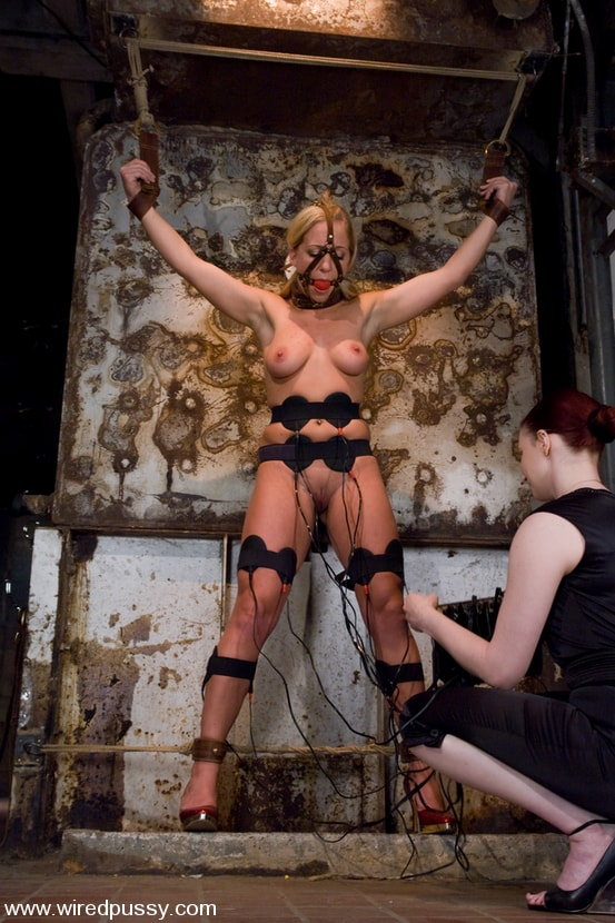 Kink 'and Dia Zerva' starring Claire Adams (Photo 4)