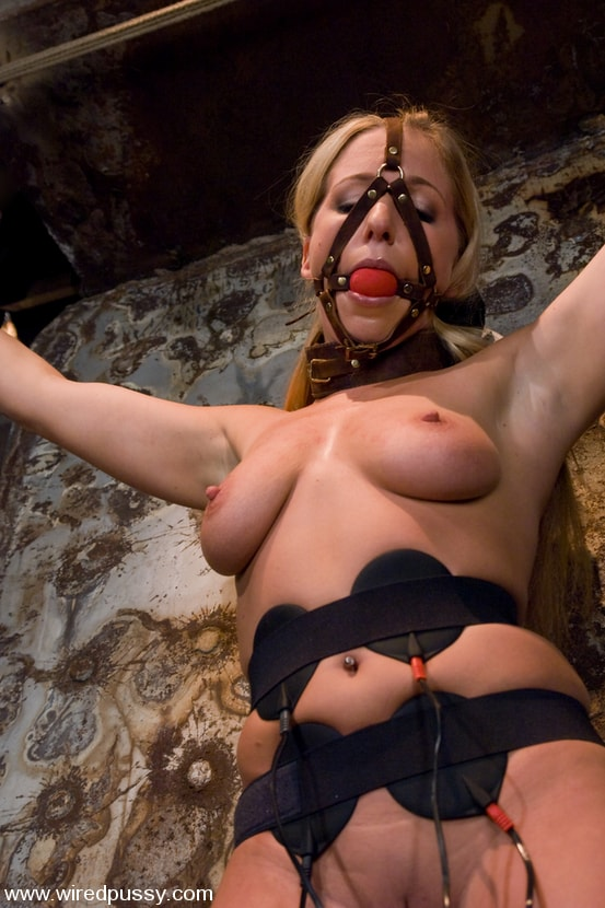 Kink 'and Dia Zerva' starring Claire Adams (Photo 5)