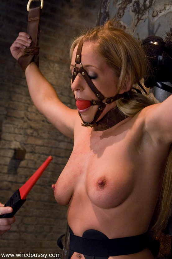Kink 'and Dia Zerva' starring Claire Adams (Photo 7)