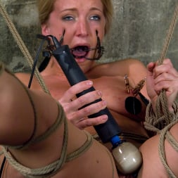 Claire Adams in 'Kink' and Dia Zerva (Thumbnail 14)