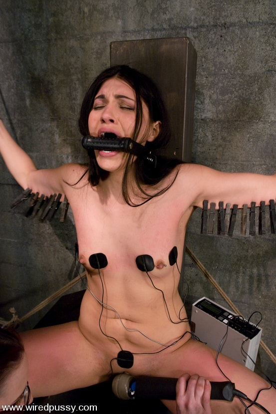Kink 'and Jade Indica' starring Claire Adams (Photo 10)