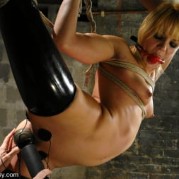 Claire Adams in 'Kink' and Katarina Kat (Thumbnail 4)