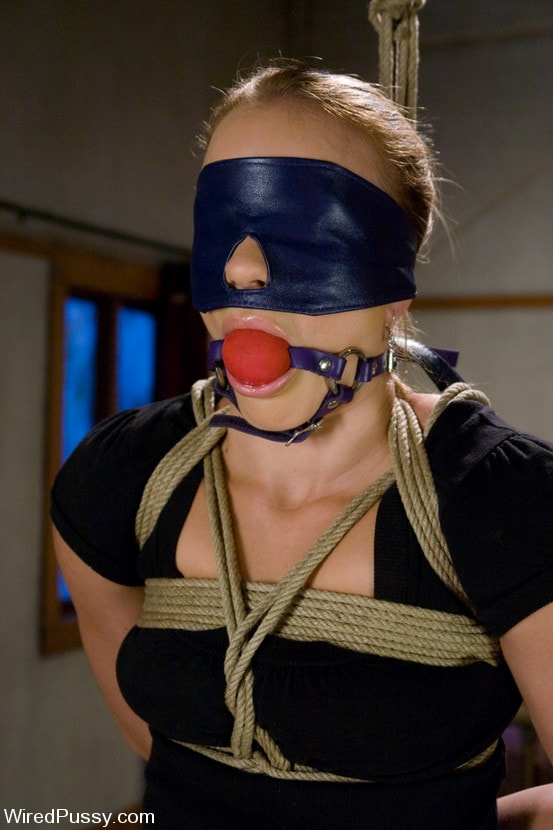 Kink 'Kirra submits' starring Claire Adams (Photo 2)