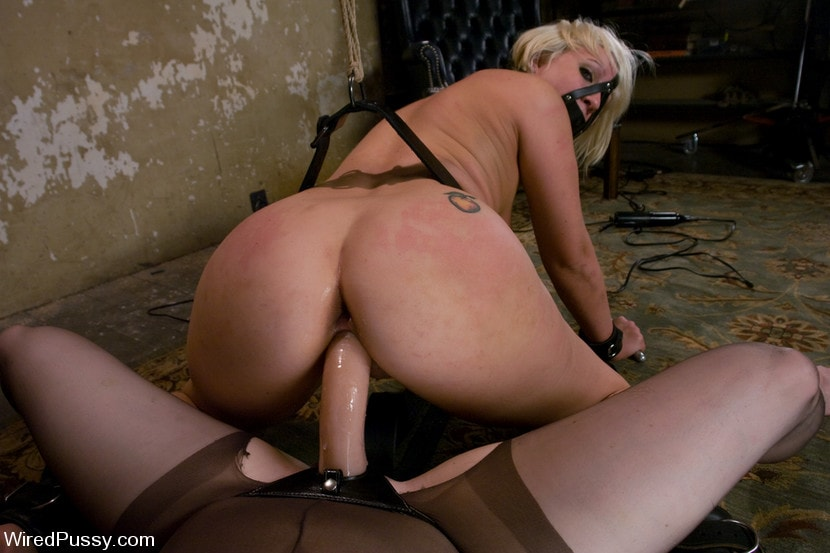 Kink 'Krissy Leigh gets bound and fisted' starring Claire Adams (Photo 4)