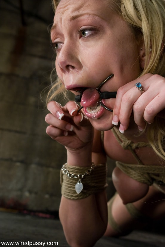Kink 'Samntha Sin cums hard while her pussy is clamped and shocked' starring Claire Adams (Photo 8)