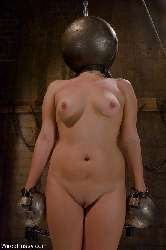 Kink 'Total Amateur performs for the camera for the first time ever!' starring Claire Adams (Photo 1)