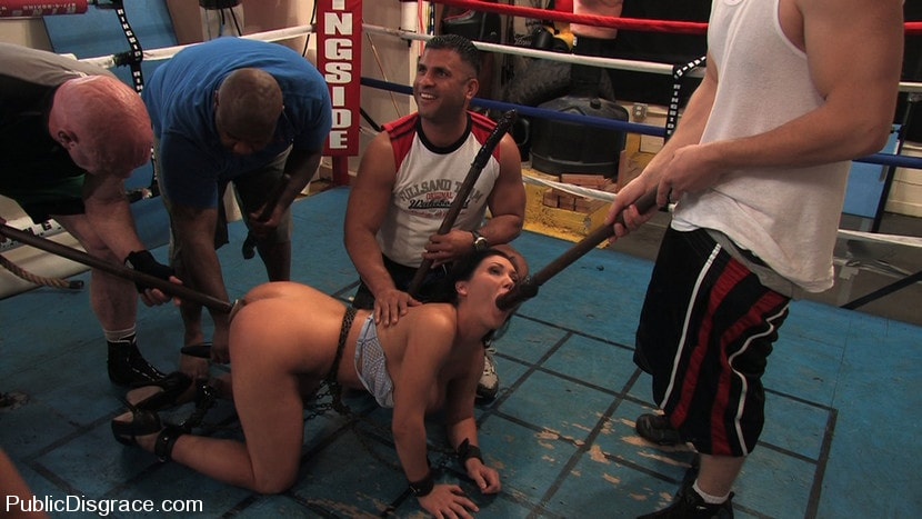Kink 'Boxing Gym' starring Claire Dames (Photo 7)