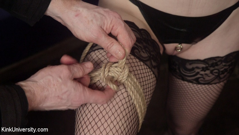 Kink 'セックスのためのファストロープボンデージ' 主演 Anna Tyler (写真 2)