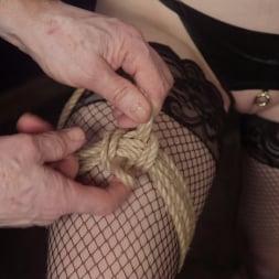 Anna Tyler に 'Kink' セックスのためのファストロープボンデージ (サムネイル 2)