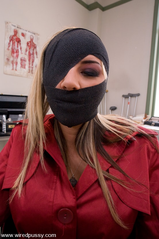 Kink 'Slut Therapy' starring Delilah Strong (Photo 4)