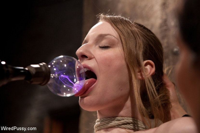 Kink 'Isis Love Torments Innocent Sub with Electricity' starring Ela Darling (Photo 5)