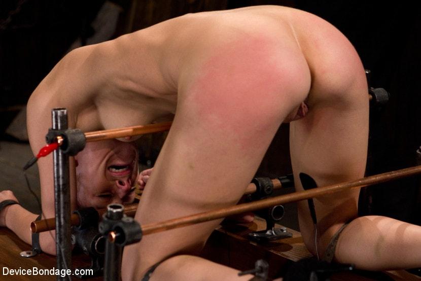 Kink 'Hard Bondage Equals Hard Orgasms' starring Elise Graves (Photo 9)
