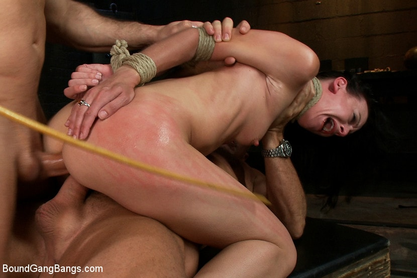 Kink 'Locked in a Dungeon and Used as a Sex Toy' starring Elise Graves (photo 5)