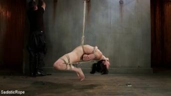 Elise Graves に 'この雌は私のロープで苦しむだろう!'