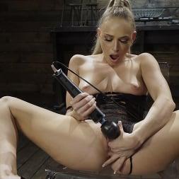Emma Hix in 'Kink' Emma Hix: Hot Blonde Gets Machine Fucked Live (Thumbnail 5)