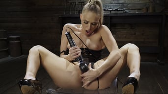Emma Hix in 'Emma Hix: Hot Blonde Gets Machine Fucked Live'