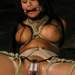Eva Angelina in 'Kink' Claire Adams and Eva Angelina (Thumbnail 7)