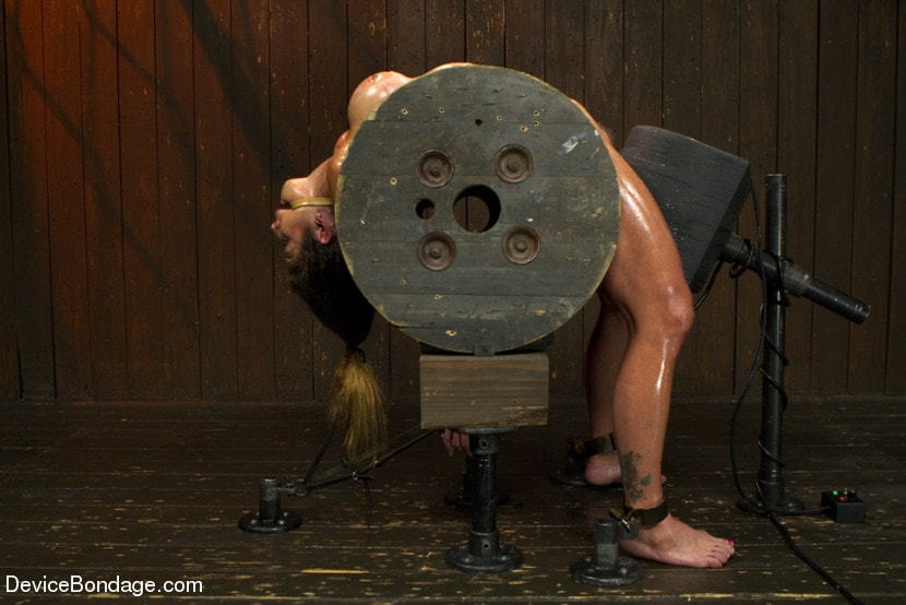 Kink 'Extreme immobilization! Felony is at the mercy of two fierce Doms.' starring Felony (Photo 3)