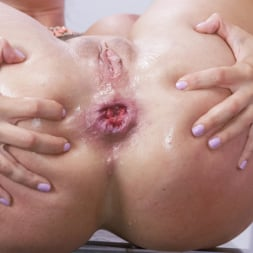 Francesca Le in 'Kink' gives Candy Theif, Dollie Darko a real Treat (Thumbnail 9)